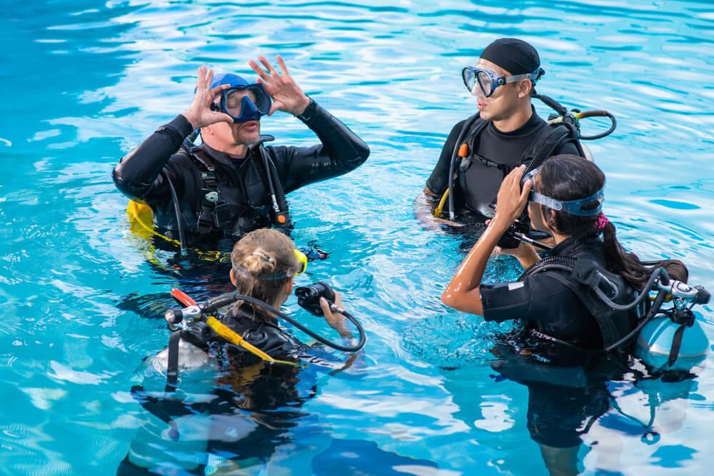 潛水課程內容:平靜水域課程